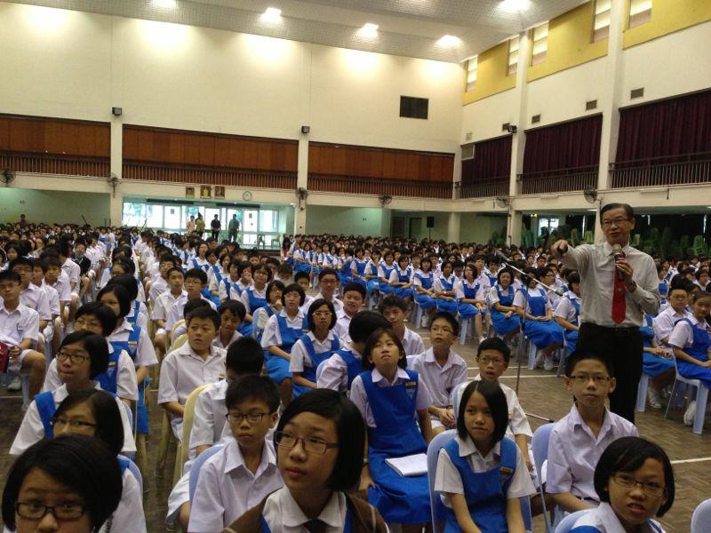 20130628全国第二大独中-吉隆坡中华中学初中学生