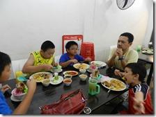 与华人家庭生活中用餐